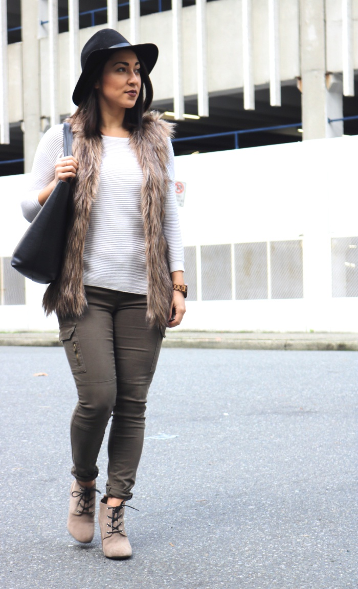 2 Ways To Style Green Cargo Pants Leopard Couture